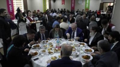 """SP Lideri Temel Karamollaoğlu: """"Herkes lidere bakarak kendisine çeki düzen verir"""""""