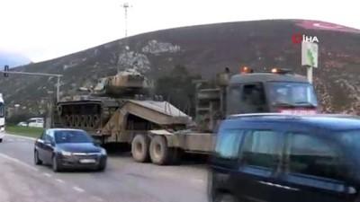 Hatay'da tank ve askeri araç sevkiyatı