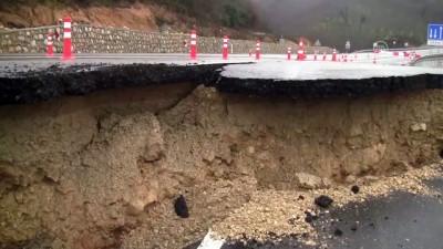asiri yagis - Heyelan nedeniyle yol trafiğe kapatıldı - DÜZCE