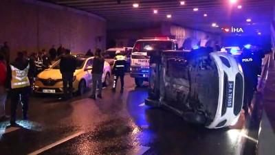 trafik kazasi -  İstanbul'da aynı gecede ikinci kovalamaca... Bu defa polis aracı kaza yaptı: 2 yaralı