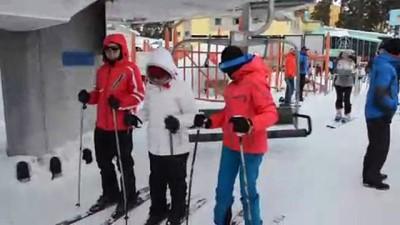 Kar kalınlığının 1,5 metreye ulaştığı merkezde kayak keyfi - KARS