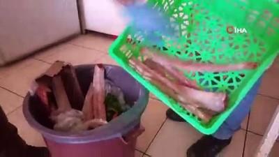 Tunceli'de 4 yıldır hayvanlar için sırtında çuvalla yiyecek taşıyor