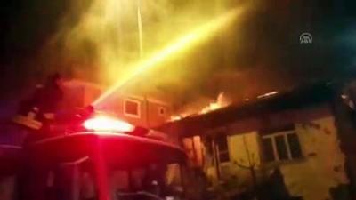 Evi yanan yaşlı kadın yardım bekliyor - DENİZLİ