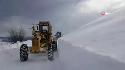 Kar kalınlığının 1 metreyi aştığı Ilgaz ve Küre Dağları'nda ekiplerin zorlu kar mücadelesi devam ediyor