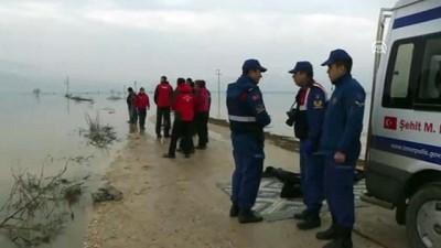 aybasi - Teknenin batması sonucu kaybolan avcının cesedi bulundu (2) - İZMİR