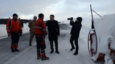 Ardahan Valisi Mustafa Masatlı, karla mücadele çalışmalarını takip etti