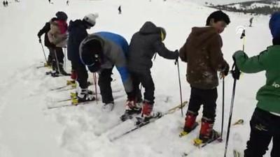 Atıl tesis faaliyete geçti, yüzlerce çocuk kayakla tanıştı - ARDAHAN
