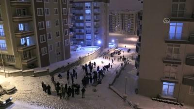Mahalle sakinleri sokağı kayak pistine çevirdi - NEVŞEHİR