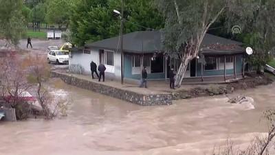 Mersin'deki yağış ve fırtına ilçeleri de etkiledi