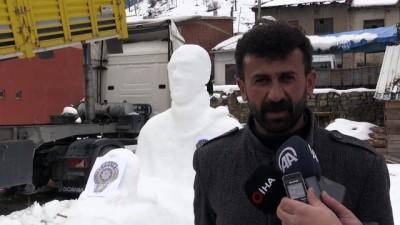 Şehit Fethi Sekin'in kardan heykelini yaptı - GÜMÜŞHANE