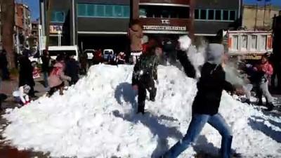Turgutlu'da çocuklar taşıma kar üzerinde eğlendi - MANİSA