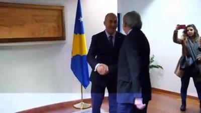 AB Komiseri Hahn Kosova'da - PRİŞTİNE