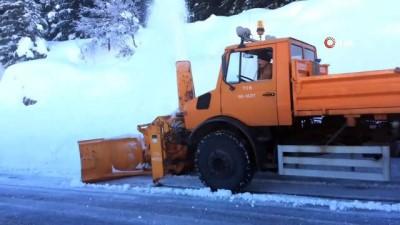 Akseki-Seydişehir yolunda karla mücadele çalışmalarına devam ediliyor