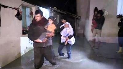 asiri yagis - Hatay'da şiddetli yağış bentleri yıktı, ev ve ahırları su bastı