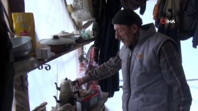 Kış günü naylon barakada yaşam savaşı