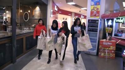 Öğrenciler diktikleri bez çantaları vatandaşlara dağıttı - KIRIKKALE
