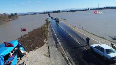 Osmaniye'de sağanak yağış sele neden oldu... Tarım arazileri ve araçlar suya gömüldü
