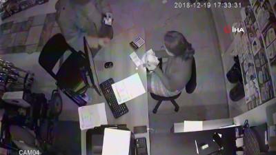 Tırnakçılık yaparken önce güvenlik kamerasına sonra polise yakalandı