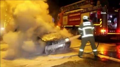 Ayvalık'ta seyir halindeki otomobil alevler arasında kaldı