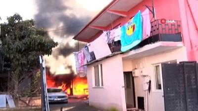 Bursa'da yangın dehşeti...Okulun bitişiğindeki 2 katlı bina alev alev yandı