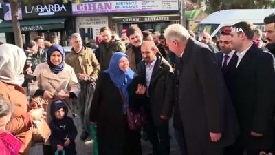 """allah -  Büyükçekmeceli yaşlı kadının Başkan Uysal'dan isteği: """"Büyükçekmece'yi köy olmaktan çıkarın"""""""