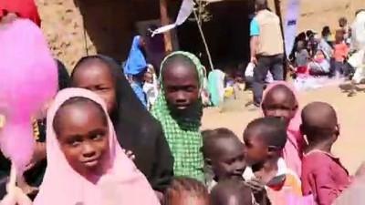 İlk kez pamuk şeker yiyen Afrikalı çocukların mutluluğu - İSTANBUL
