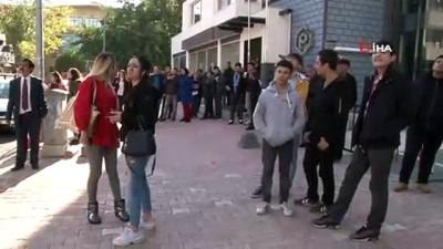 yaris -  İş bulamayan genç intihara kalkıştı, vatandaşlar görüntülemek için birbiriyle yarıştı