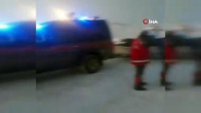 Kar nedeniyle yolları kapanan köylerde mahsur kalan hastalar 6 saatlik çalışmayla hastaneye yetiştirildi