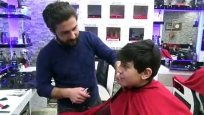 Kardeş kuaförlerden başarılı öğrencilere bedava tıraş - HAKKARİ