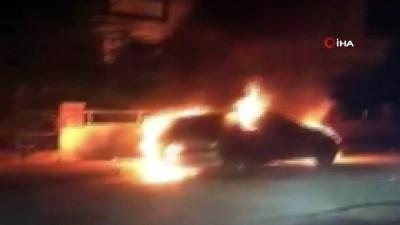 saglik ekipleri -  Park halindeki otomobil alev alev böyle yandı