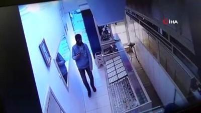 Sandıklı'da kuyumcu soygunu girişimi kamerada