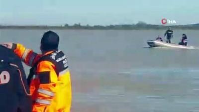 mahsur kaldi -  Su basan tarlada mahsur kalan şoför 36 saat sonra botla kurtarıldı