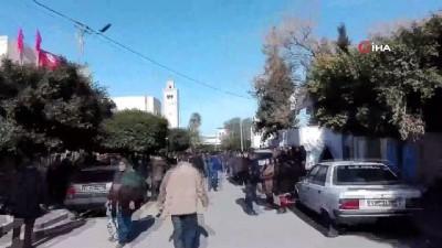 - Tunus'ta 700 Bin Memur Greve Gitti