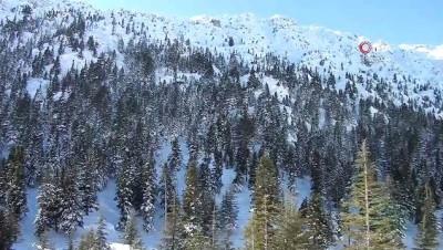 Beyaza bürünen Akseki Toros Dağları havadan görüntülendi