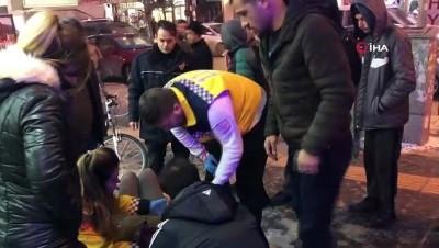 Buz tutan kaldırımda kayarak düşen kadın hastanelik oldu