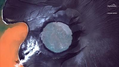 Sismik faaliyet yanardağı suya gömdü