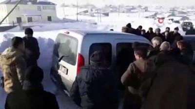 kar yagisi -  Taziye yolunda trafik kazası: 5 yaralı