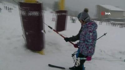 Uludağ'da yarı yıl yoğunluğu...Acemi kayakçılar pistlere renk kattı