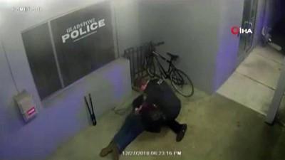 maskeli hirsiz -  - Acemi Hırsız Polis Karakolu Önündeki Bisikleti Çalmaya Çalıştı