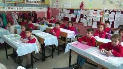 ogrenci velisi -  Minik öğrenciler kahvaltılarını okulda çorba içerek yapıyor