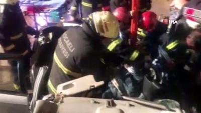 Otomobil trafiğe kapatılan yoldaki beton bariyere çarptı: 4 yaralı