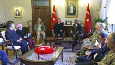 Akar ve TSK'nın komuta kademesi Afrin kahramanlarıyla bir araya geldi (1) - HATAY