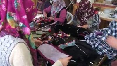 Dağ yöresindeki kadınlar diktikleri kıyafetlerle geleneklerini yaşatıyor