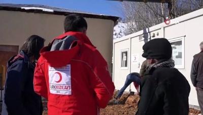 Duvarlı evde kalamayan yaşlı adama Kızılay'dan yardım eli