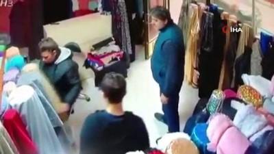 cansiz manken -  Esnafın fark ettiği hırsız göz göre göre kaçtı...Hırsızlık anları kamerada