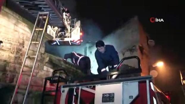 mahsur kaldi -  Fatih'te yangın: 1 kişi hayatını kaybetti, 2 kişi yaralandı Video