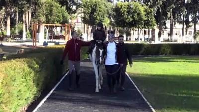 Kadın seyis, atları çocuklarından ayırt etmiyor - ADANA