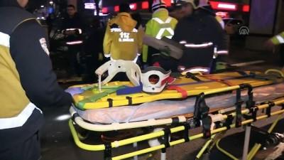 Otomobil ağaca ve 2 polis aracına çarpıp devrildi: 4 yaralı - ANKARA