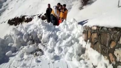 Sağlık görevlilerinin karda hasta taşıma mücadelesi - ADIYAMAN