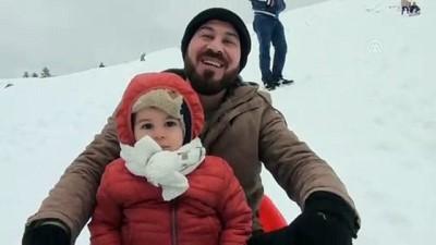 Antalyalı çocukların yarım metrelik kar keyfi